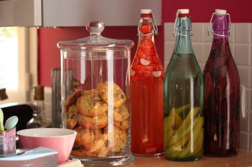 Rhum Tagada     Ingrédients :   1 litre de Rhum Blanc   3/4 d'un paquet de fraises tagada     1. Couper les fraises tagada en deux avec un couteau     2. Dans une bouteille, ou un grand bocal, déposer les fraises tagada.     3. Ajouter le rhum, fermer la bouteille. L'oublier pendant quelques mois et mélanger de temps en temps. Au bout de quelques mois, c'est prêt.