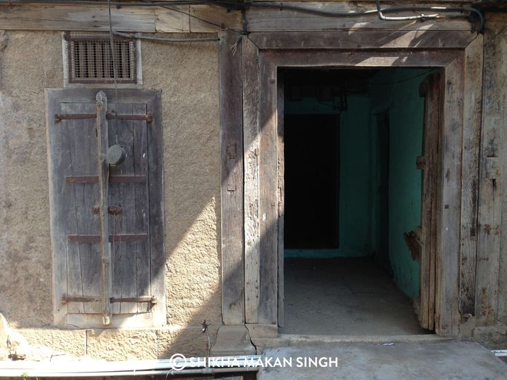 Fascinating traditional doors from Maharashtra, India. This one is from Bhor.
