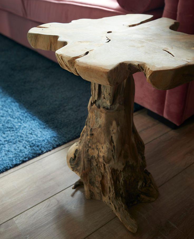 Als decoratie is dit boomstam krukje/tafeltje prachtig om naar te kijken. Het is echter ook een functioneel klein meubelstuk dat als een zitkrukje gebruikt kan worden. Het is namelijk een stoel die een hoogte heeft van 50 centimeter. Overigens kan door het platte oppervlak het decoratiestuk zelfs ook nog als een bijzettafeltje worden gebruikt. Het kunstwerk is dan ook multifunctioneel te noemen.