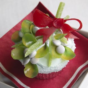 Give the cook a kiss for these delightful holiday treats! Made with gummy candies and vanilla frosting, it's guaranteed to bring people together.