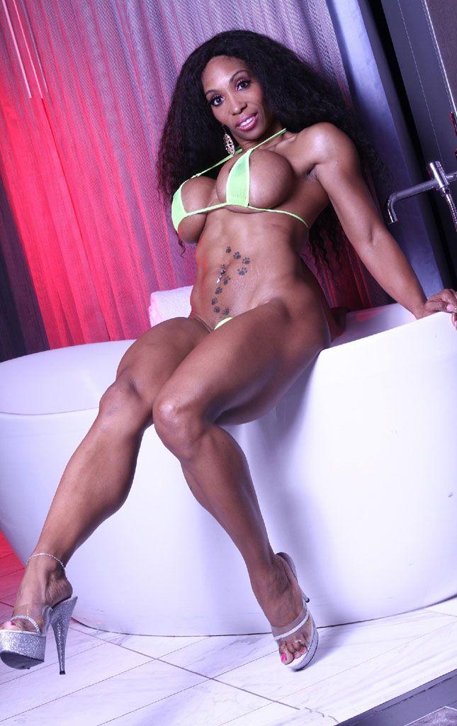 Weibliche Muskel Babe Ingwer Martin Hat Eine