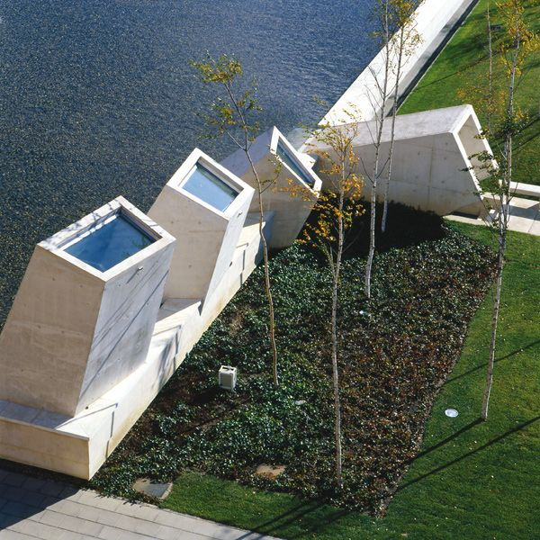 Tanatorio Municipal de León | BAAS Arquitectura / Jordi Badia | 2001