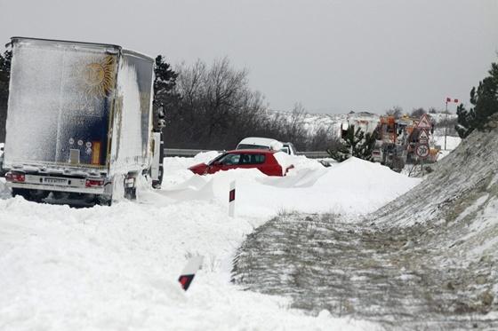 Itthon: Tankokat vezényeltek ki a téli mentéshez – percről percre - HVG.hu
