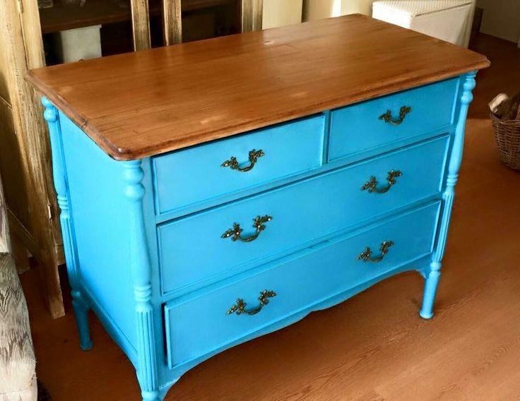 Comoda restaurada en azulino y cubierta natural