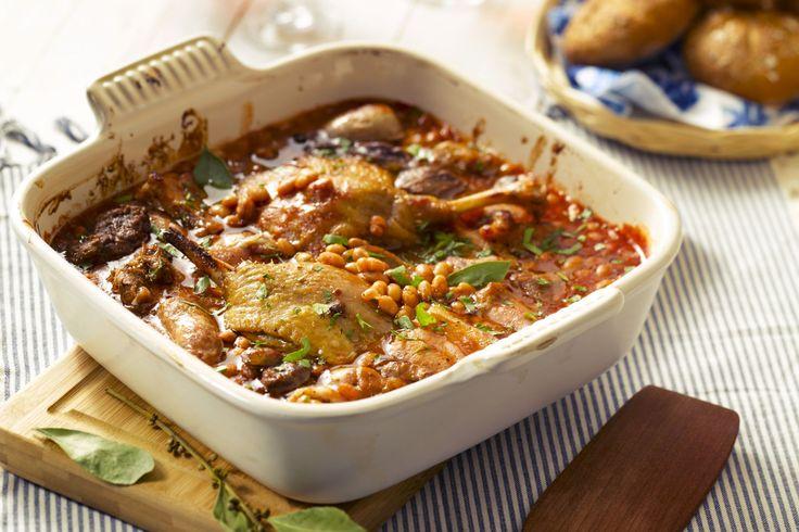 Een lekker kruidige stoverij van kip met paprika's en tomaten. Je waant je…