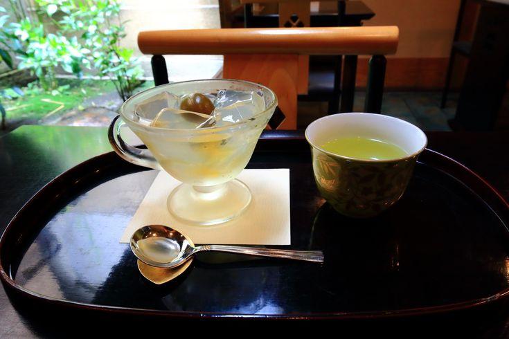 京都の甘味処の栖園の6月の梅酒味の琥珀流し