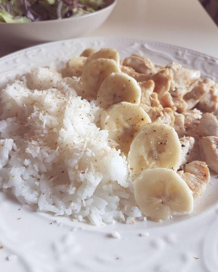 Kycklingfilé,banan,curry & KOKOSRIS!😍 Alltså jasminris kokt i kokosmjölk och rostad kokos, GALET GOTT👌 #kyckling #ris #kokos (mango - getost - kanel - propud) MyRecipe
