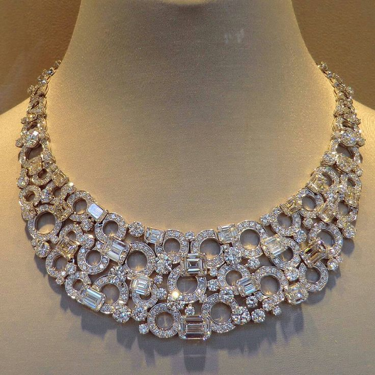 Bulgari_ Incredible necklace made by platinum and diamonds by bulgari