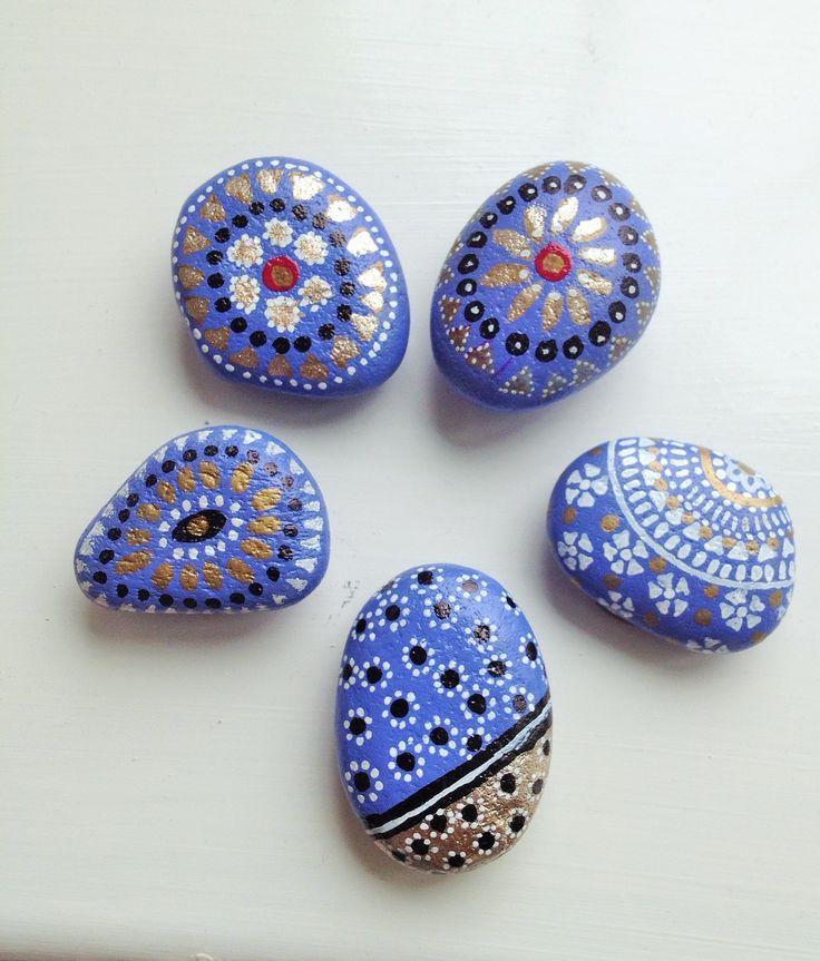 no se quien compraria una piedra, pero bueno, es muy linda y es muy facil de hacer, espero alguien quiera pagarnos x ella.. http://createandgrow.files.wordpress.com