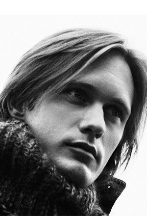 Alexander Skarsgard...w/long hair. ahhh...he's definately my current star crush!!