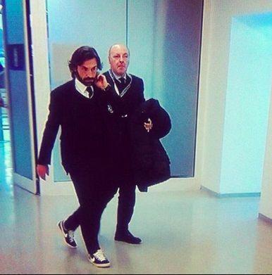Gwiazdor Juventusu ubrał się w garnitur i założył sportowe buty Nike • Elegancki Andrea Pirlo w Nike'ach • Wejdź i zobacz więcej >> #pirlo #football #soccer #sports #pilkanozna