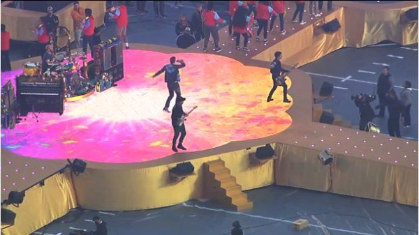 [VIDEO] @coldplay's final dress rehearsal for #SB50 half time show today. No audio. http://coldplaying.com/forum/index.php?threads/2016-02-07-coldplay-headlining-super-bowl-2016-confirmed.105298/page-42#post-5799922 …