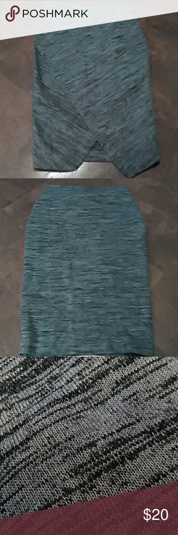 HM Gray Pencil Skirt SZ -Sm. Swirl design gray knit pencil skirt, bandless,pull on,lap front that makes V shape in center.Like new.26 inches long. H&M Skirts Pencil