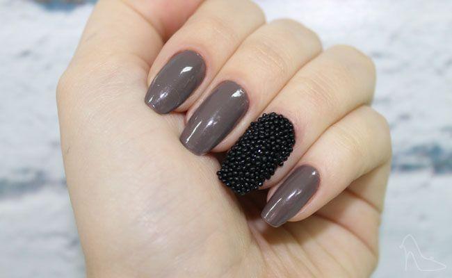 Veja aqui o passo-a-passo das unhas de caviar e aposte na tendência que já é febre entre as mulheres.
