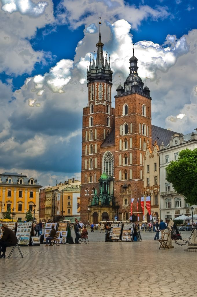 St. Mary's Basilica, Kraków, Poland.  Our tips for 25 places to see in Poland: http://www.europealacarte.co.uk/blog/2011/12/05/what-to-do-poland/