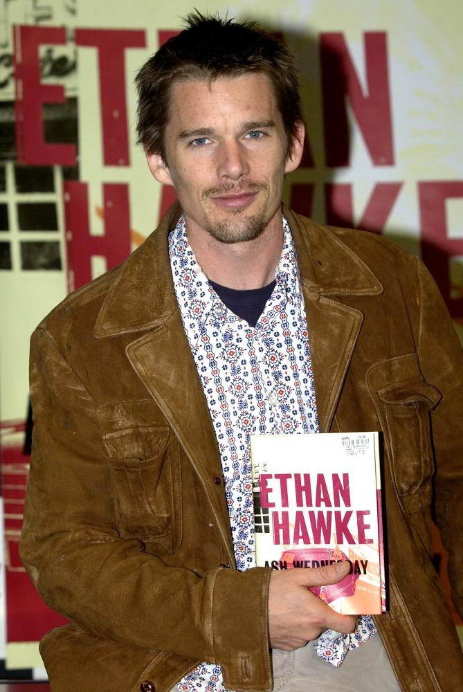 Ethan Hawke, aparte de hermoso escribió una novela!!!!!