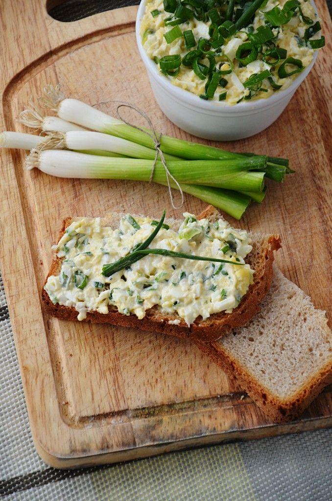Pyszna i prosta pasta do chleba lub bagietek.