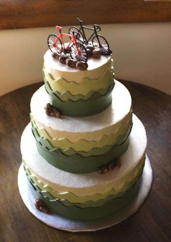 I might be starting to love bicycles too much... nah. Bicycle Wedding Cake