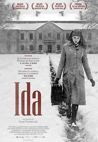 """Ida: """"Polonia, 1960. Anna una joven novicia huérfana que está a punto de hacerse monja, descubre que tiene un pariente vivo: una hermana de su madre, pero que no quiso hacerse cargo de ella de niña. La madre superiora obliga entonces a Anna a que visite a su tía antes de tomar los hábitos. Ella cuenta a su sobrina que su verdadero nombre es Ida, que es judía y que el trágico destino de su familia se remonta a la terrible época de la ocupación nazi ..."""""""