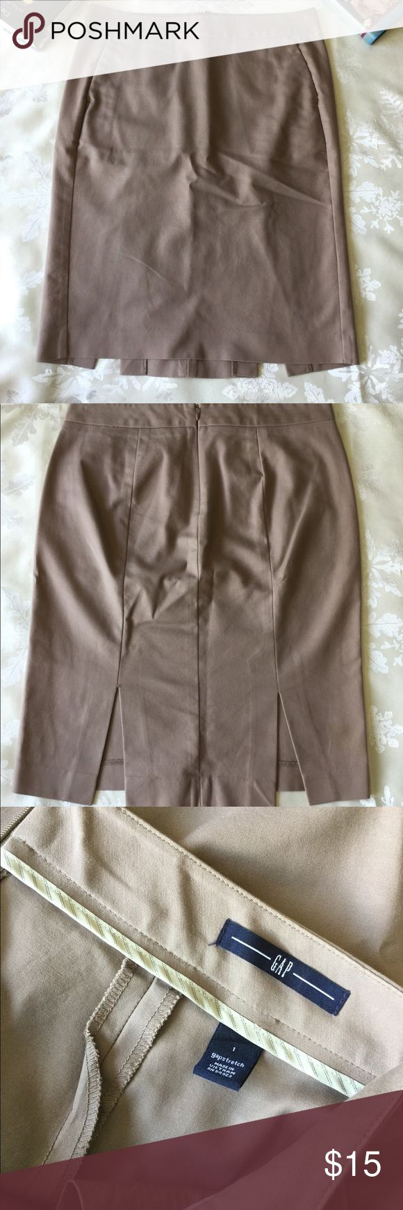 Gap stretch tan pencil skirt size 1 Gap tan pencil skirt with pockets. Zipper up back, size 1 stretch, excellent condition. GAP Skirts Pencil