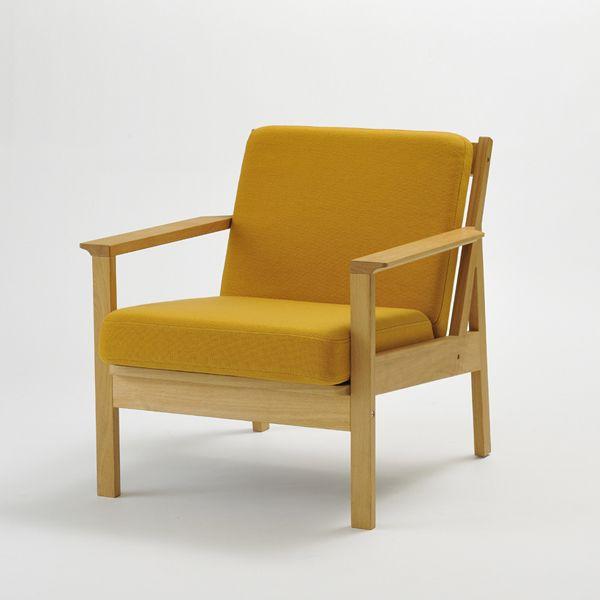 Tolime+ 1 seat sofa/ 北欧テイストのシンプルで優しいデザインのソファ。 木のフレーム構成に厚めの置きクッションを載せることで 軽快さと座りごこちを両立しました。 ゆったりとしたパーソナルな時間をお過ごしください。 #家具  #北欧  #デザイン #目黒 #インテリア #ソファ #ライフスタイル