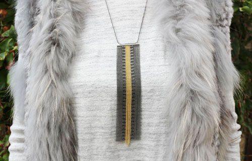 Halskæde med kuglekæder i forskelllige metaller