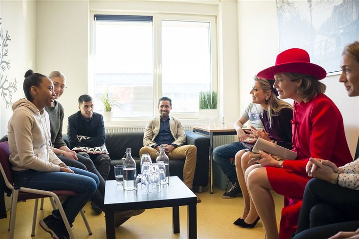 De Nederlandse koningin Máxima en de Belgische koningin Mathilde hebben dinsdagochtend een werkbezoek gebracht aan Kamers met Kansen in Nieuw-West in Amsterdam. De welzijnsorganisatie bereidt jongeren die voortijdig hun school hebben verlaten voor op een zelfstandig bestaan door hen een baan te bieden of alsnog een diploma te laten halen. (Lees verder…)