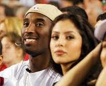 Kobe Bryant back with wife Vanessa