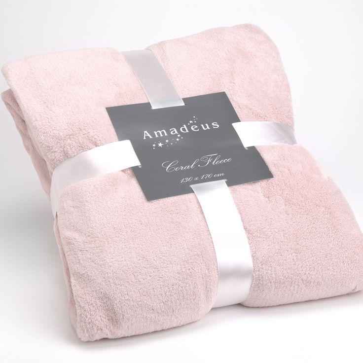 Měkká a hřejivá struktura a krásné barvy - co víc si přát na chumlací zimní večer? Tato deka je tak tím pravým pro pořádnou idylku u knížky a šálku dobrého čaje.