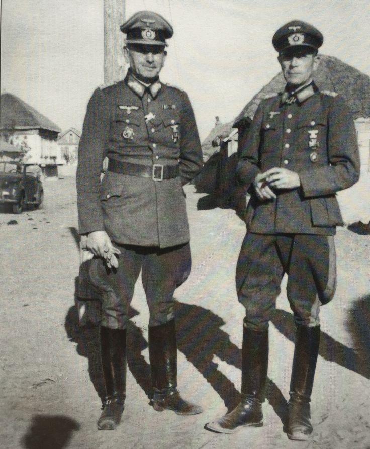 Generalmajor von Schwerin (left) visits his corps commander, General der Infanterie Kar Holist (Kdr.Gen. XVII Armeekorps). Later September.
