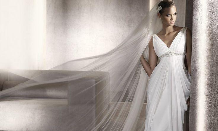 Свадебные платья в греческом стиле являются классикой в современной моде. Уже который год они пользуются огромным спросом среди невест, что неудивительно: воздушный, элегантный и струящийся наряд превратит любую девушку в нежную, женственную и очаровательную богиню! Кому подходит греческое свадебное платье? Выбрать его может каждая девушка, с любым типом фигуры. Хорошо смотрится оно и на высоких […]