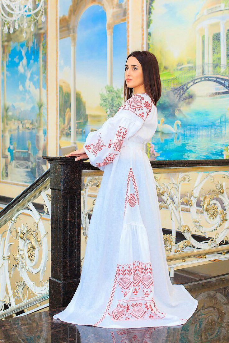 Elegant dress made of 100% linen. Silk embroidery. The cost of 300 dololors. All sizes. We deliver goods to anywhere in the world. WhatsApp +79883111234
