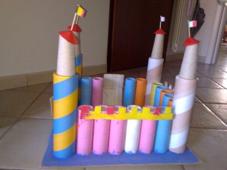 Castello con tubi di cartone  Lavoretti riciclosi da fare con i bamb ...