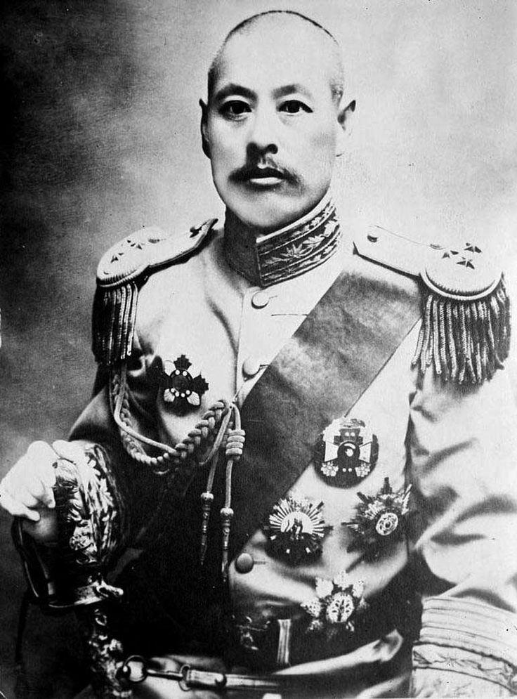Yaklaşık 40 yıl Reishi Mantarı, kurt üzümü, vahşi ginseng, he shou wu ve Gotu kola ve pirinç şarabı gibi bitkilerle beslenerek hayatını devam ettirdi..    Dövüş sanatları ustası olarak 1749 yılında 71 yaşında Çin ordusuna katıldı. 256 yıllık ömründe tam 23 kez evlendiği 200 civarında çocuk sahibi olduğu söylentiler arasında.