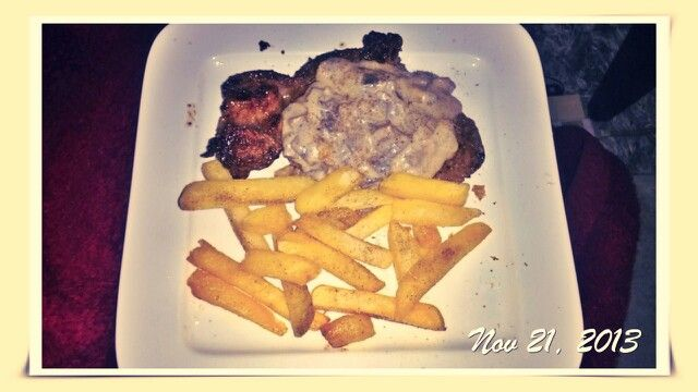 Med well sirloin, mushroom sauce and potato chips