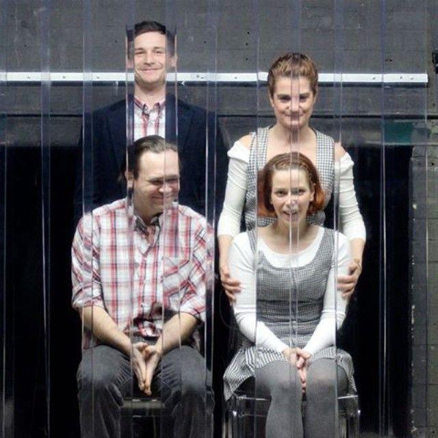 Március 21-én két egyfelvonásost mutat be a Kolibri Színház. A Háromnegyed - Apa, Anya, Fiú, Lány családról, válásról kérdez, mesél.