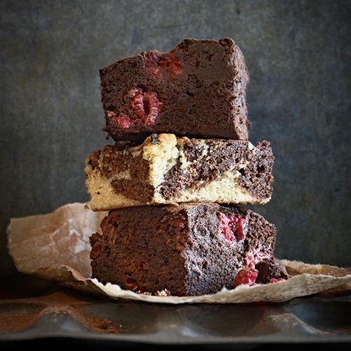 Je hebt brownies en je hebt brownies. Deze variant maak je met Guinness en frambozen: ontzettend lekker!Als je dit voor kinderen wilt maken, kun je de Guinness er gerust in laten want de alcohol verdampt en het heeft alleen invloed op de smaak. Je...