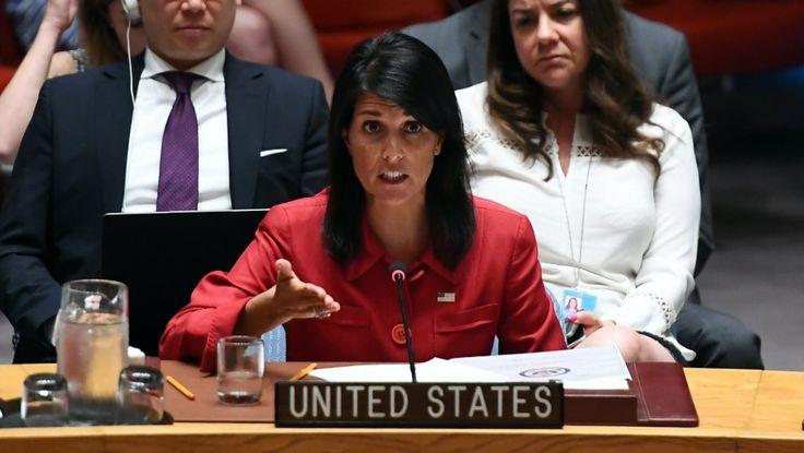 """Les États-Unis vont proposer de nouvelles sanctions contre la Corée du Nord à la suite du lancement d'un missile intercontinental par Pyongyang et n'écartent pas l'option militaire. Le Conseil de sécurité des États-Unis était réuni mercredi 5 juillet en urgence à la suite du premier tir de missile balistique intercontinental par la Corée du Nord. Washington a fait savoir par la voix de son ambassadrice aux Nations unies, Nikki Haley, que """"l'une ..."""