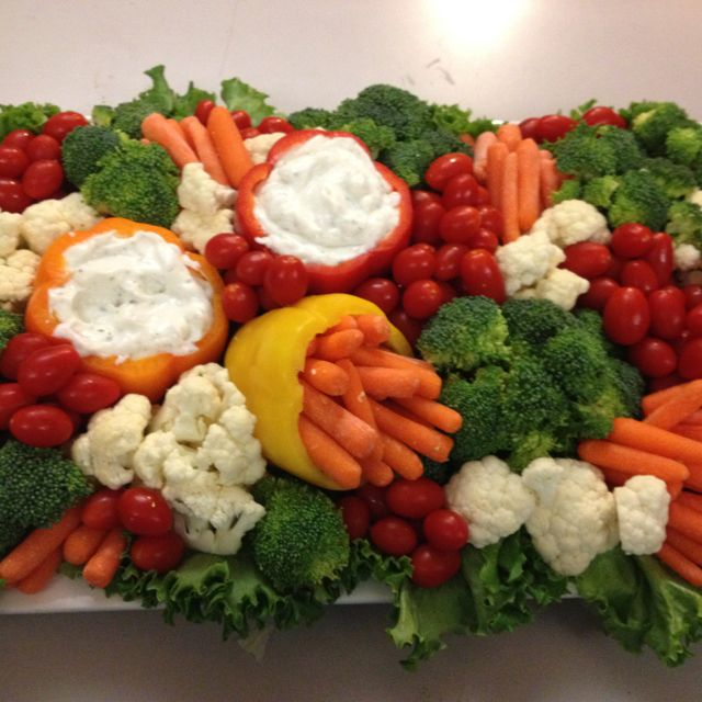 Great Veggie Tray ~ the carrots in the pepper!