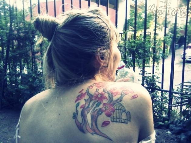 Tatuaje-de-%C3%A1rbol-con-flores-de-cerezo-enviado-por-Coka-4_0.jpg