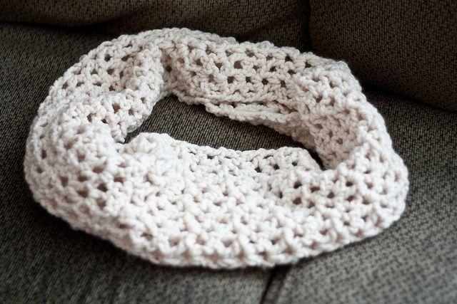 crochet infinity scarf tutorial by imadedinner, via Flickr