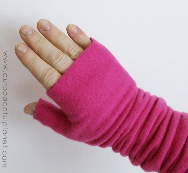 Fleece fingerless gloves - free pattern