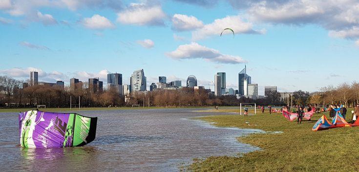 PHOTOS. Pendant les inondations, ils font du kite-surf au bois de Boulogne