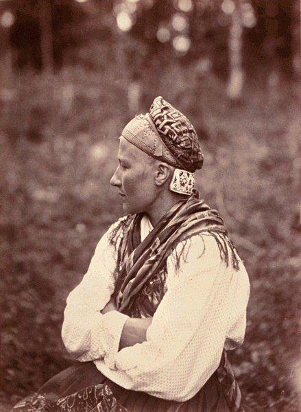 Фотограф Инха (Нюстрём) Инто Конрад Замужняя карелка из деревни Суднозеро (Venehjärvi) l