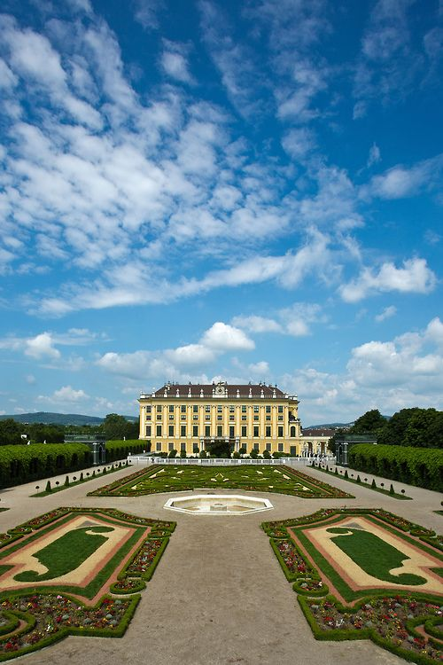 Schonbrunn Palace, Vienna (by Miche & Jon Rousell) - All things Europe