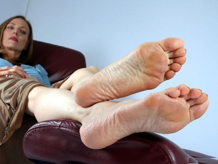 Footthese sexy, beautiful legs bring you ecstasy