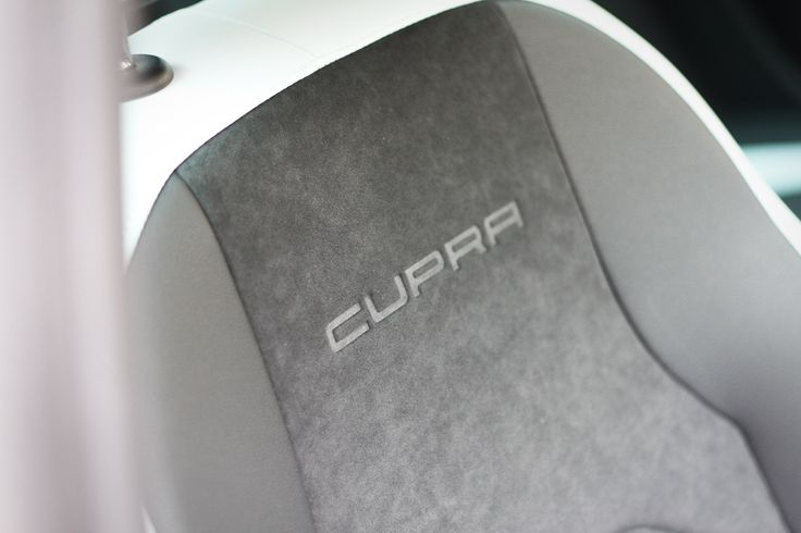 Seat Leon Cupra, en best med 280 hästar under huven. Seat Leon Cupra, a beast with 280 bhp. #seat #leon #cupra #seatleon #seatleoncupra #car #industry