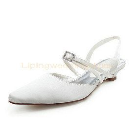 Searching for ivory wedding shoes? Browse David's Bridal collection of ivory bridal shoes in lace & satin fabrics as well as flat, heel & wedge styles!