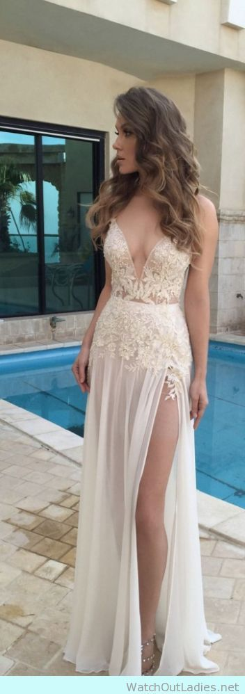 I really want to wear this split lace wedding gown