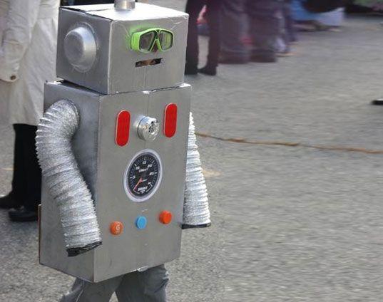 bo cardboard robot reading - photo #6